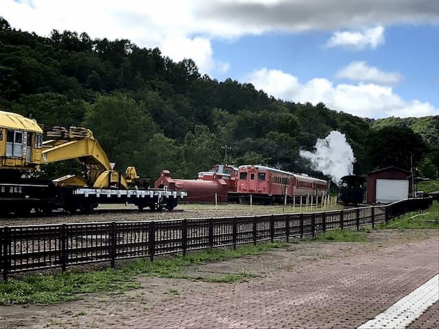 鉄道が走っている様子