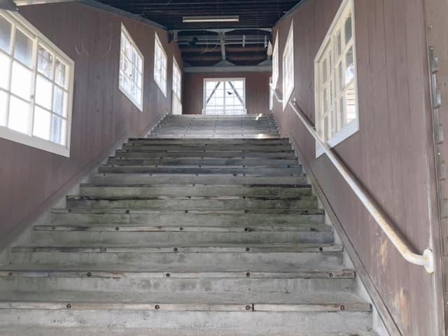 跨線橋階段