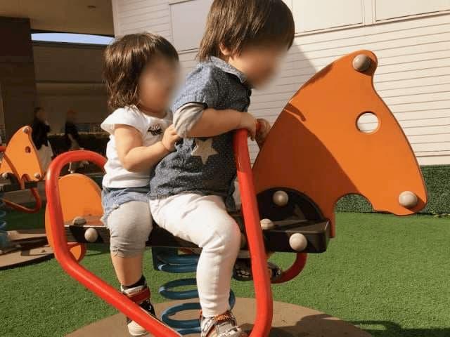 外の遊び場の遊具
