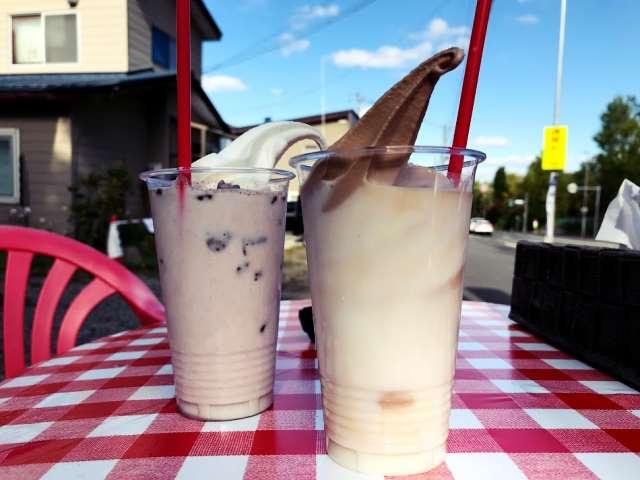 牛乳フロートと氷カフェのココア