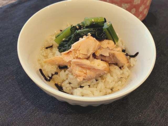 焼鮭と野沢菜の2way丼のお茶漬けバージョン