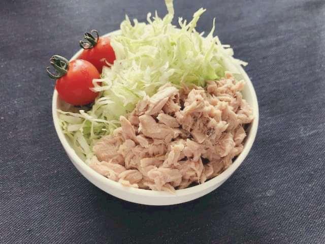 シャキシャキキャベツの3色サラダ