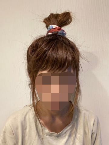 【ロレッタ ムルムルバター】を使ってまとめ髪にした様子